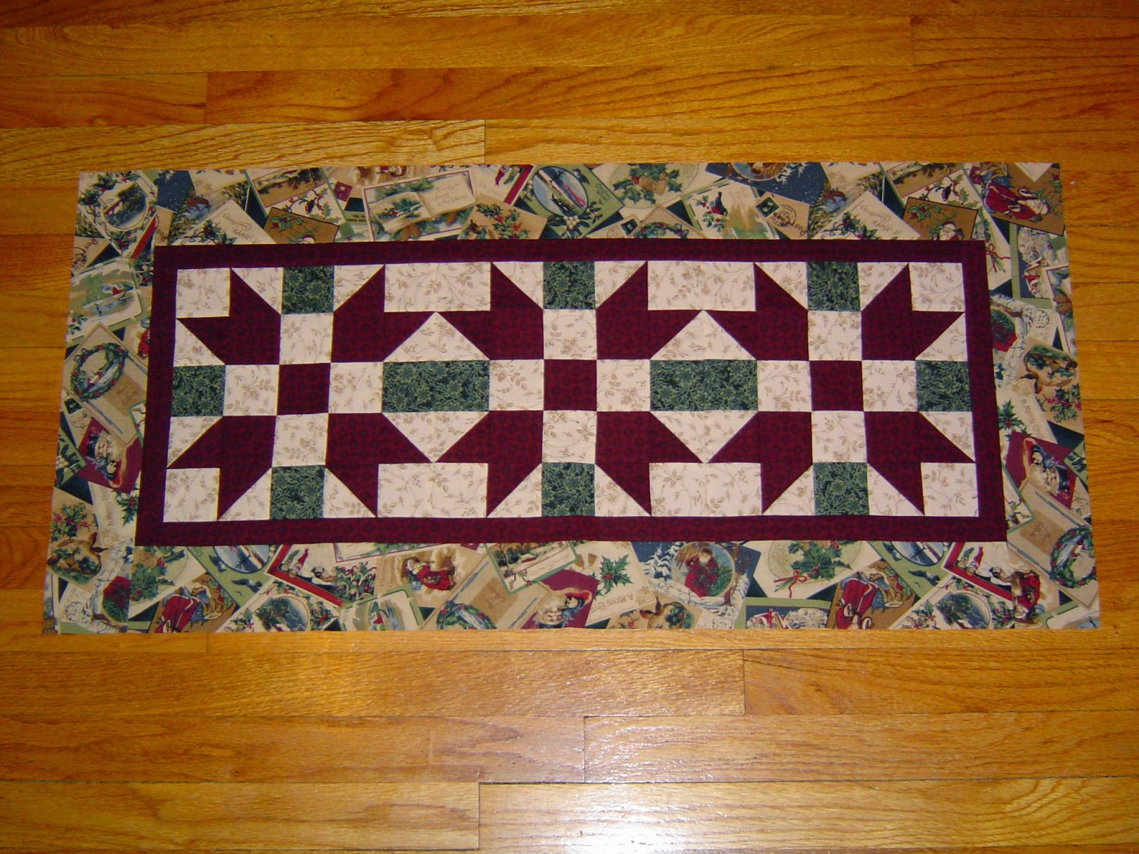 Happy Sewing Room: FREE Yuletide Floral Table Runner Pattern