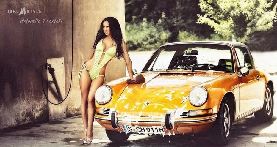coup de jeune pour une 911T targa de 1969 - Page 5 Car+and+girl+porsche+yellow+bikini+costume+sexy