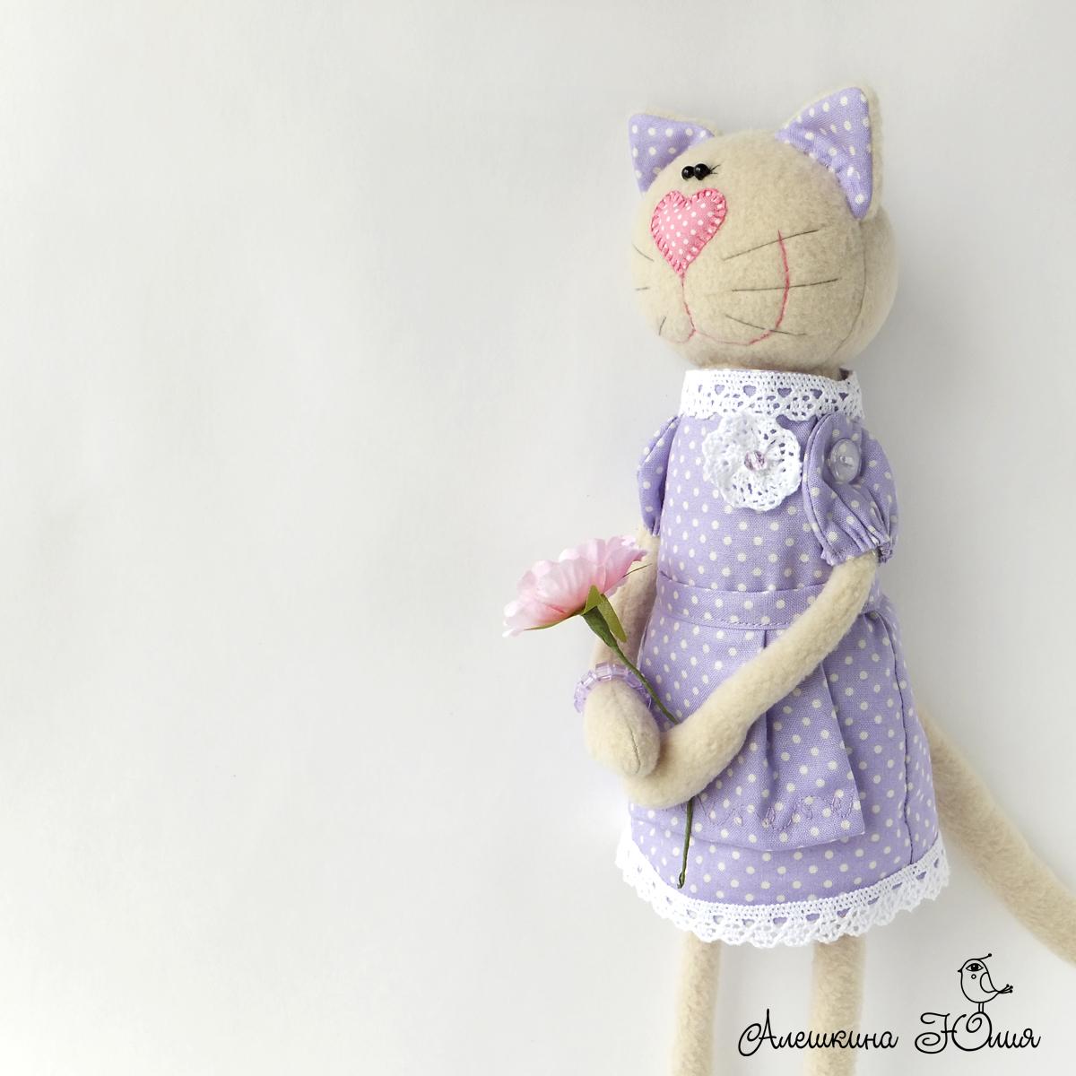 Кошка игрушка