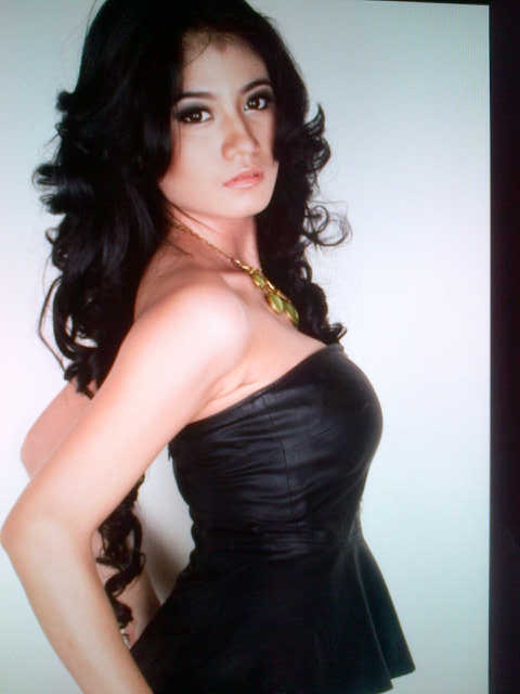 Lina Marlina Montok Dengan Gaun Hitam