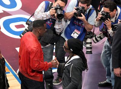 Imagen de Diddy y Lil Wayne en el partido de las estrellas de la NBA 2011