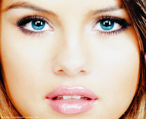Bbcnn News Selena Gomez Blue Eyeshadow Teen Vogue Cover