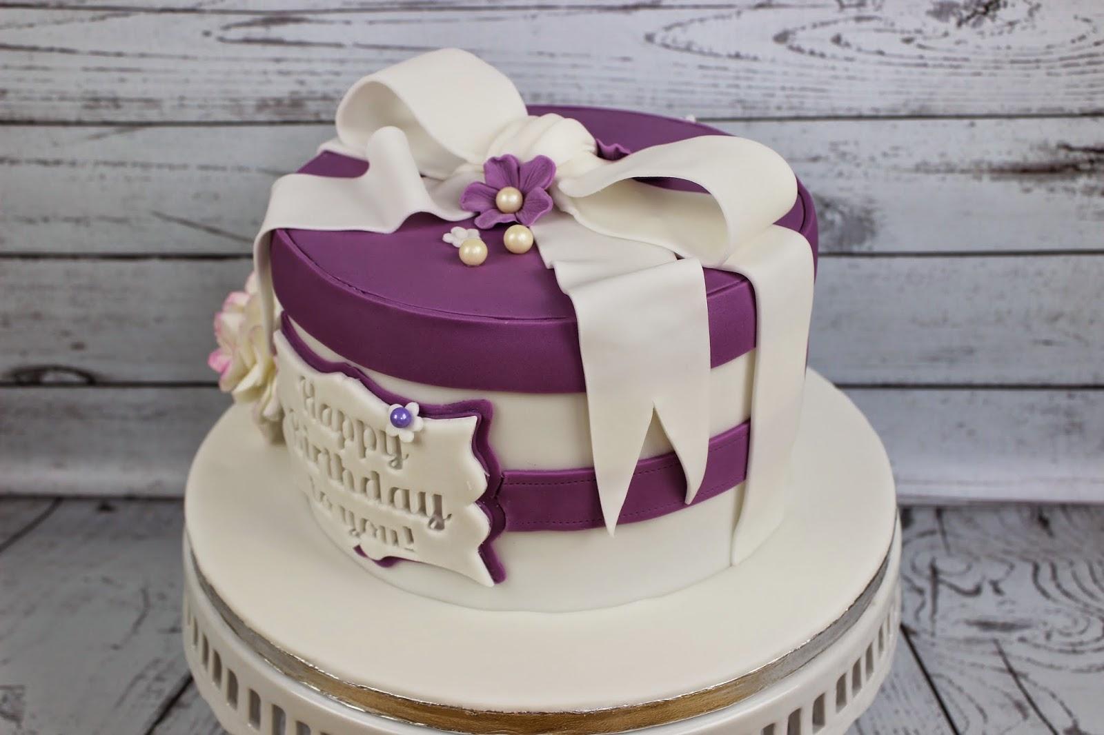 brigittes tortendesign torte zum 60 geburtstag in purple. Black Bedroom Furniture Sets. Home Design Ideas