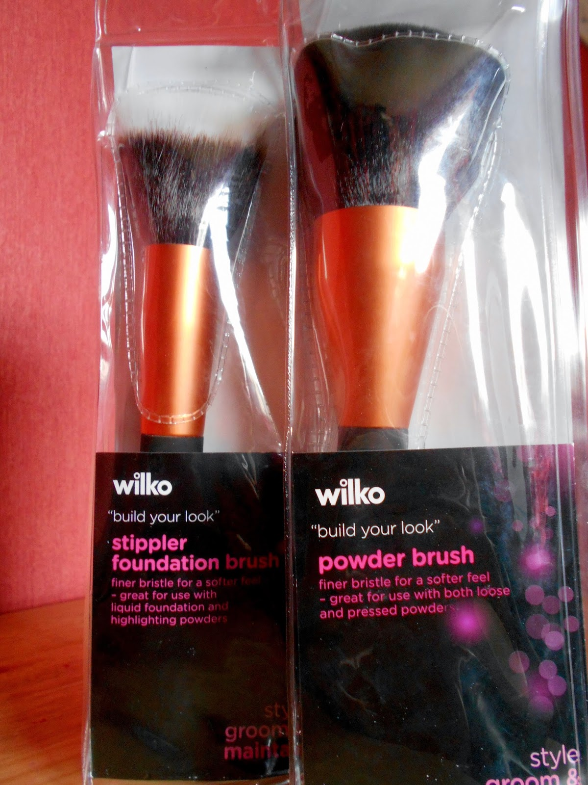 Wilkinsons Make-up Brushes - Powder Brush and Stippler Foundation Brush