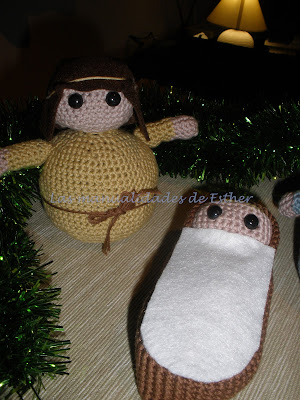 Detalle de San José y el niño Jesus hechos a crochet