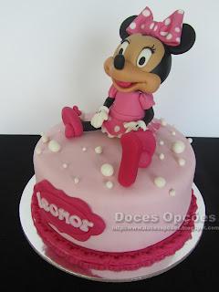 Bolo de aniversário com a Minnie bragança