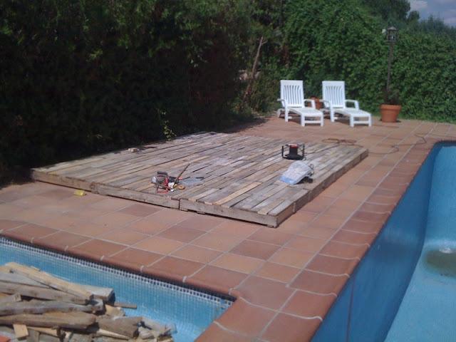 El rinc n de la piscina hecho con palets por jose luis y for Piscina con palets