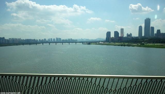 Río Hangang desde un puente de Seúl