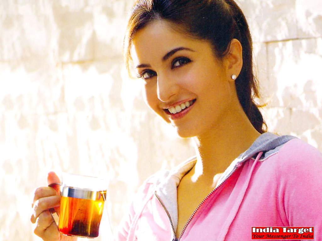 A Wallpapers Home: Katrina Kaif Bollywood Hot Pictures ...