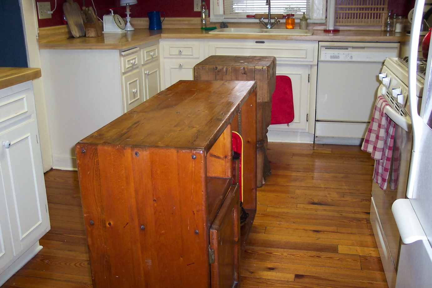 Repurposed TV Cabito Kitchen Island