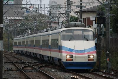宗吾車両基地より京成成田駅に到着するAE100形