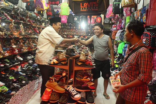 Pedagang Pasar Tanjung Bajure Gantungkan Harapan Kepada Ferry-Buzarman