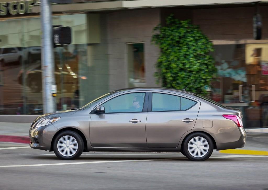 A Nissan Começa A Vender Nesta Semana A Linha 2014 Do Versa Por Preços Que  Partem De R$ 37.390. O Novo Ano Modelo Do Sedã Traz Como Principal Novidade  A ...