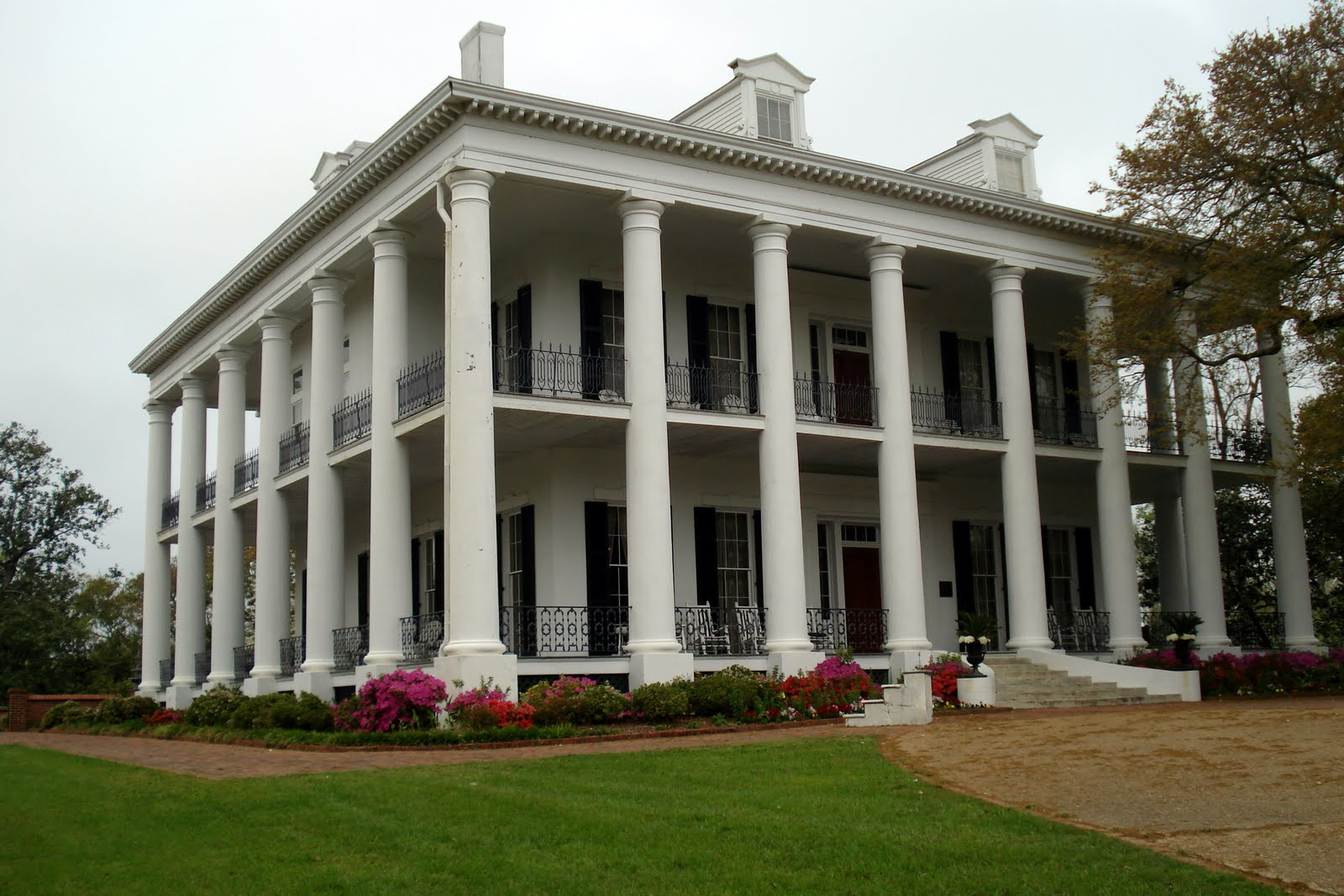 Joann and jack dunleith built in 1855 for Home builders ms