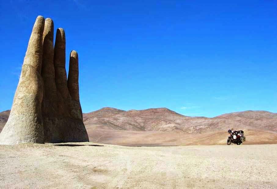 La Mano del Desierto no Deserto do Atacama | Chile