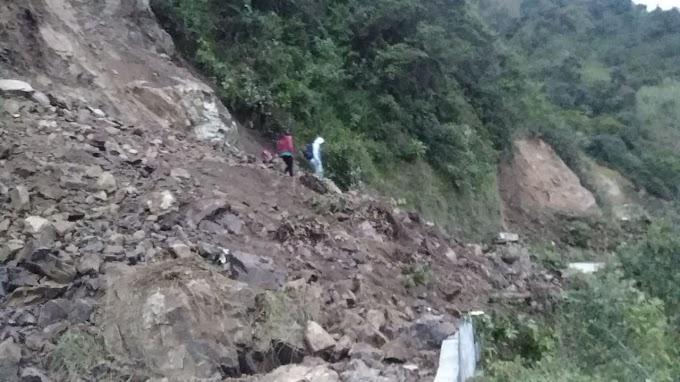 Atención: Cerrada vía Málaga – Curos por precaución, ante la continua caída de rocas