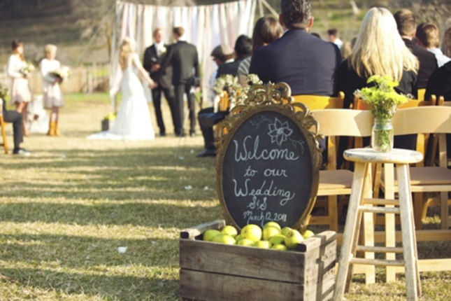 10 Creative Ways to Add Frames to Your Wedding - Belle the ...