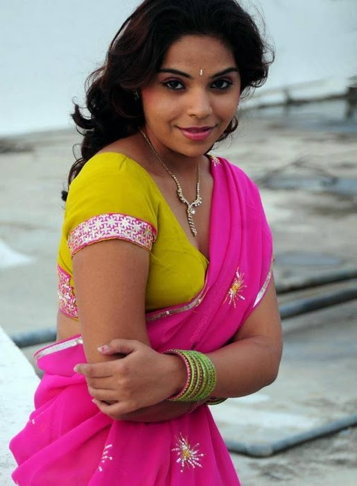 Latest Movies Gallery: SRILEKHA HOT HALF SAREE BOOBS GALLERY