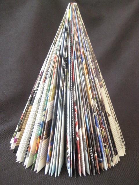 Sanguinaria maril original rbol hecho con revistas - Arbol de navidad hecho en casa ...