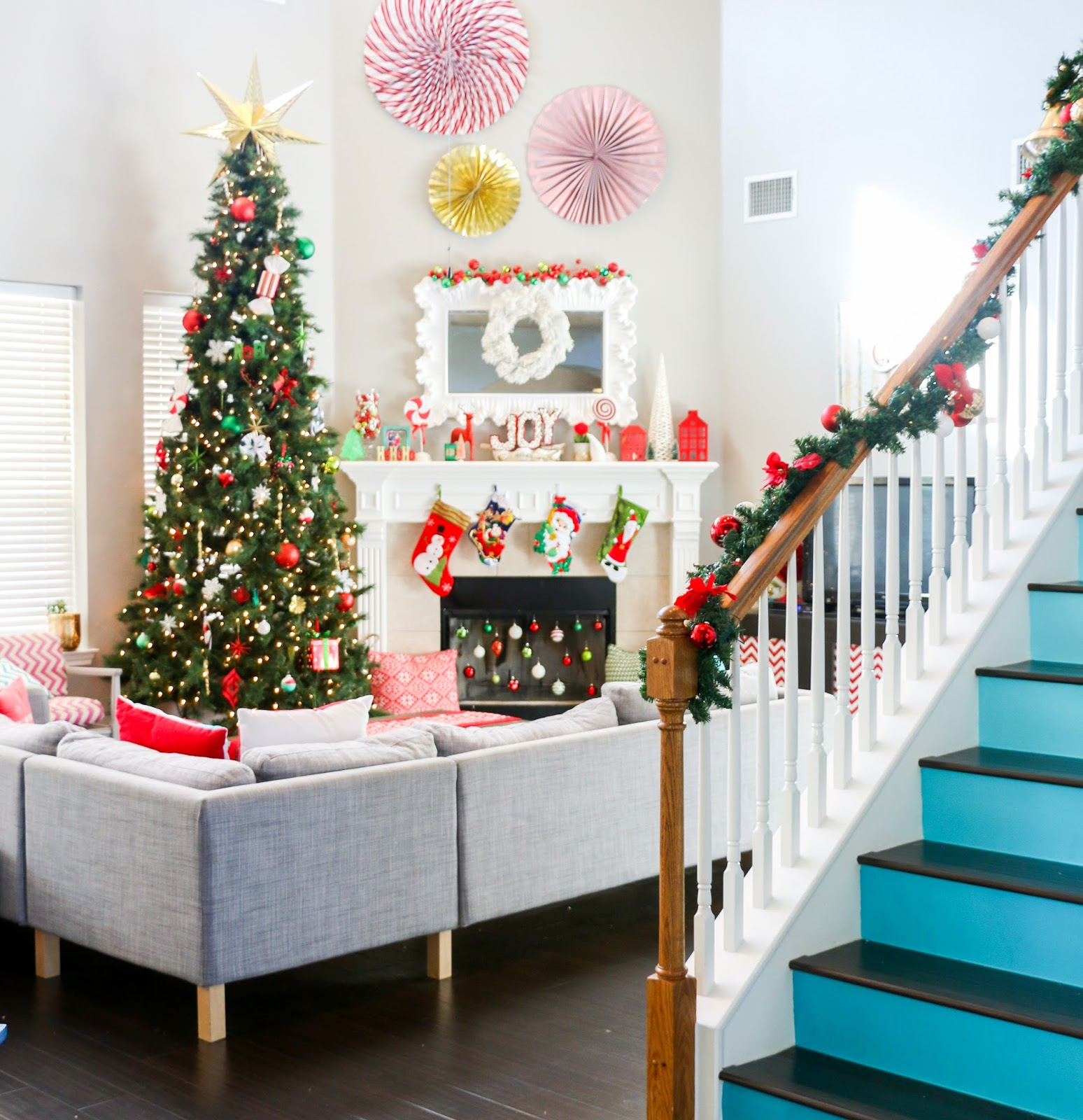A kailo chic life christmas home tour part 2 the living for Salon xmas decorations