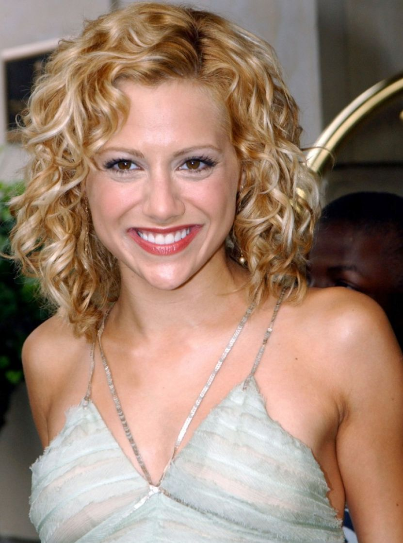 Celebrity Medium Curly Hairstyle Pictures