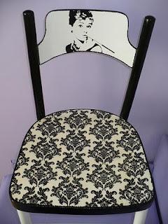 krzesło ozdobione techniką decoupage vintage
