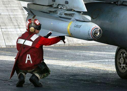 Dilengkapkan pada F/A 18 Super Hornet