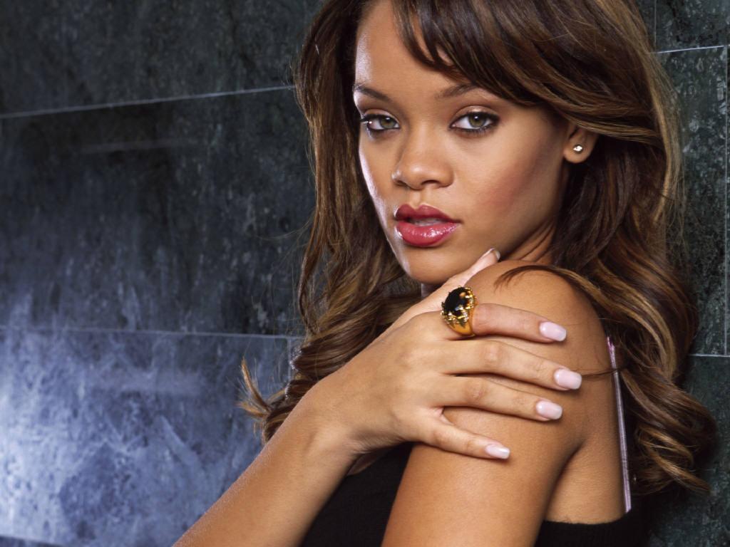 http://4.bp.blogspot.com/-gfRUsQyXaKQ/UWtitvcYYpI/AAAAAAAAOro/vHMZGrsj8aI/s1600/Cute+Rihanna+Wallpaper.jpg