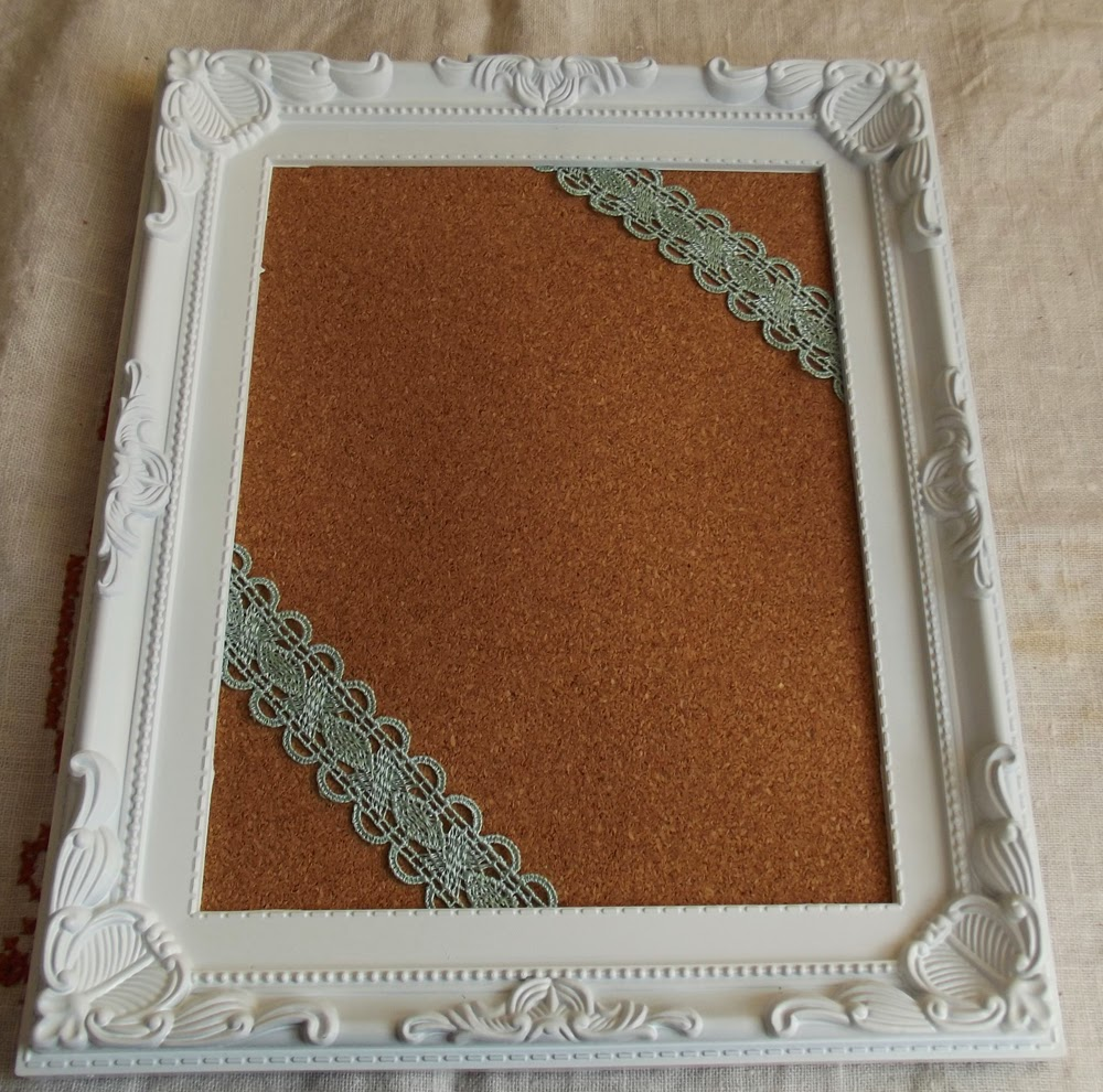 DIY corkboard moodboard tutorial cork pin roses lace shabby chic craft frame cottage