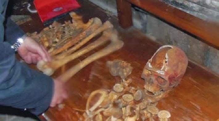 Τα χαριτόβρυτα λείψανα της Αγίας Νεομάρτυρος Ακυλίνης - Αγγελίνης της εκ Ζαγκλιβερίου καταγομένης.
