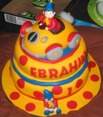 2 Layer Cake Designs http://themedcakes.blogspot.com/2012/06/noddy-themed-cakes.html