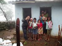 REGIVALDO TRINDADE POPULAR BILÚ DE SEU JONAS! LEVOU PRESENTES PARA CRIANÇAS NA SERRA DO CABEÇA NO DIA DE NOSSA SENHORA APARECIDA 12/10/2013. MÊS PASSADO!