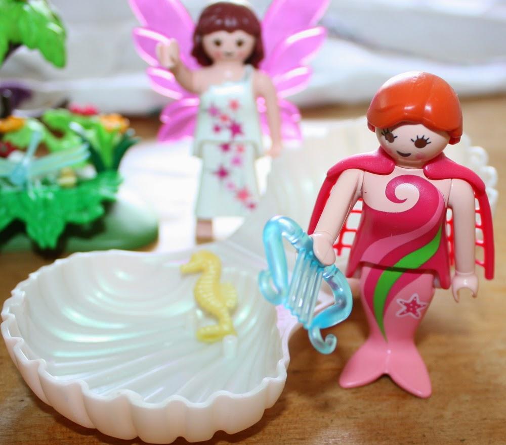 finding playmobil in yard sale