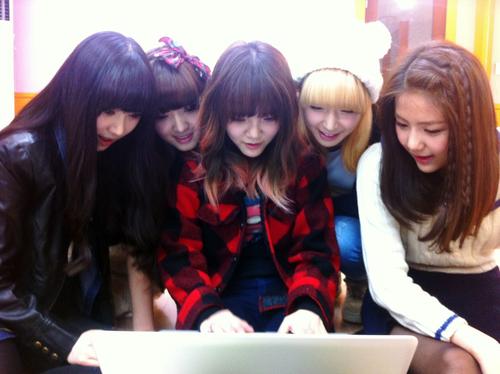 AOA Nonton Drama Seolhyun 01