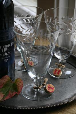 Decorazione bicchieri con riutilizzo creativo tappi di sughero