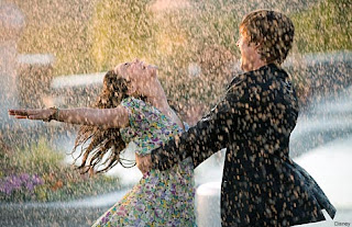 راقصنـي قليـلاً تحـت المطـر dancing-in-the-rain2