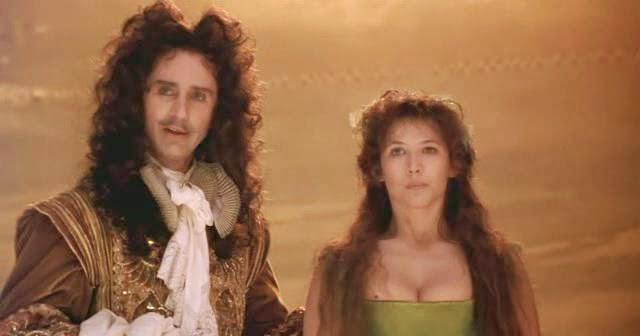 Thierry Lhermitte et Sophie Marceau dans Marquise (1997)