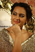 Sonakshi Sinha at Linga audio 009.jpg