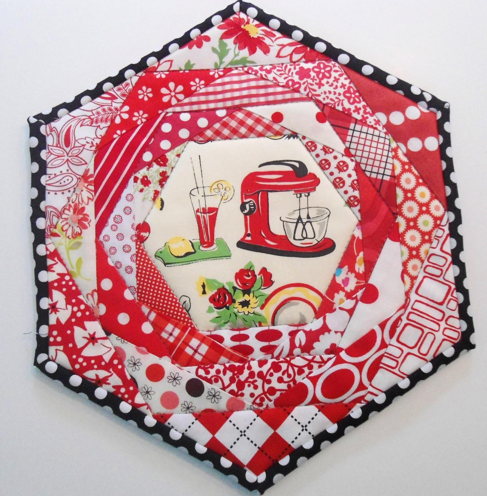 Pinkadot Quilts: More Mug Rugs