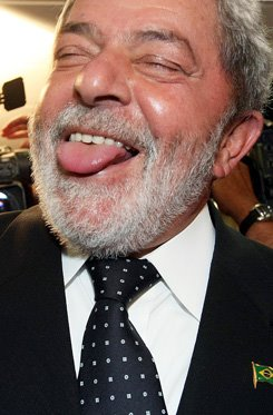 Lula se alia à mídia golpista, à elite branca, ao FHC e aos coxinhas e crítica duramente o PT
