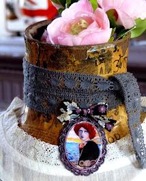 Bijoux, produits dérivés disponibles ici