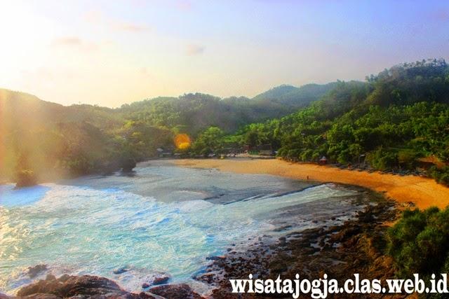 Wisata Pantai eksotis pantai Siung di gunungkidul Yogyakarta selain pantai indrayanti