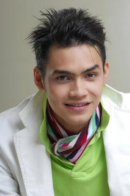 Demikian ulasan saya yang berjudul 10 Aktor Terganteng Indonesia 2013 ...