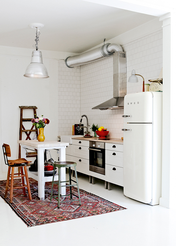 Industrial rustic kitchen via Elle Interiör