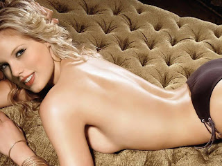 Taylor Swift topless on the sofa ass up
