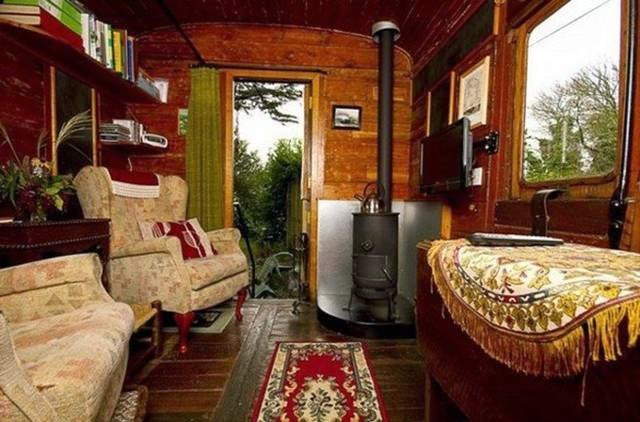 Old Luggage Van - Cottages in a vintage Train Wagon