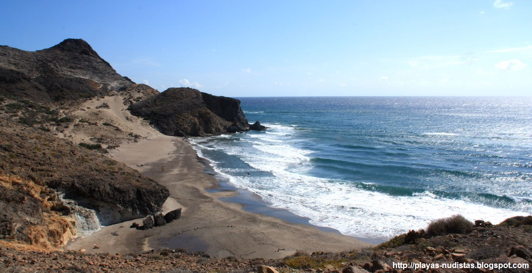Cala del Barronal, playa nudista en Cabo de Gata (Almería, España)