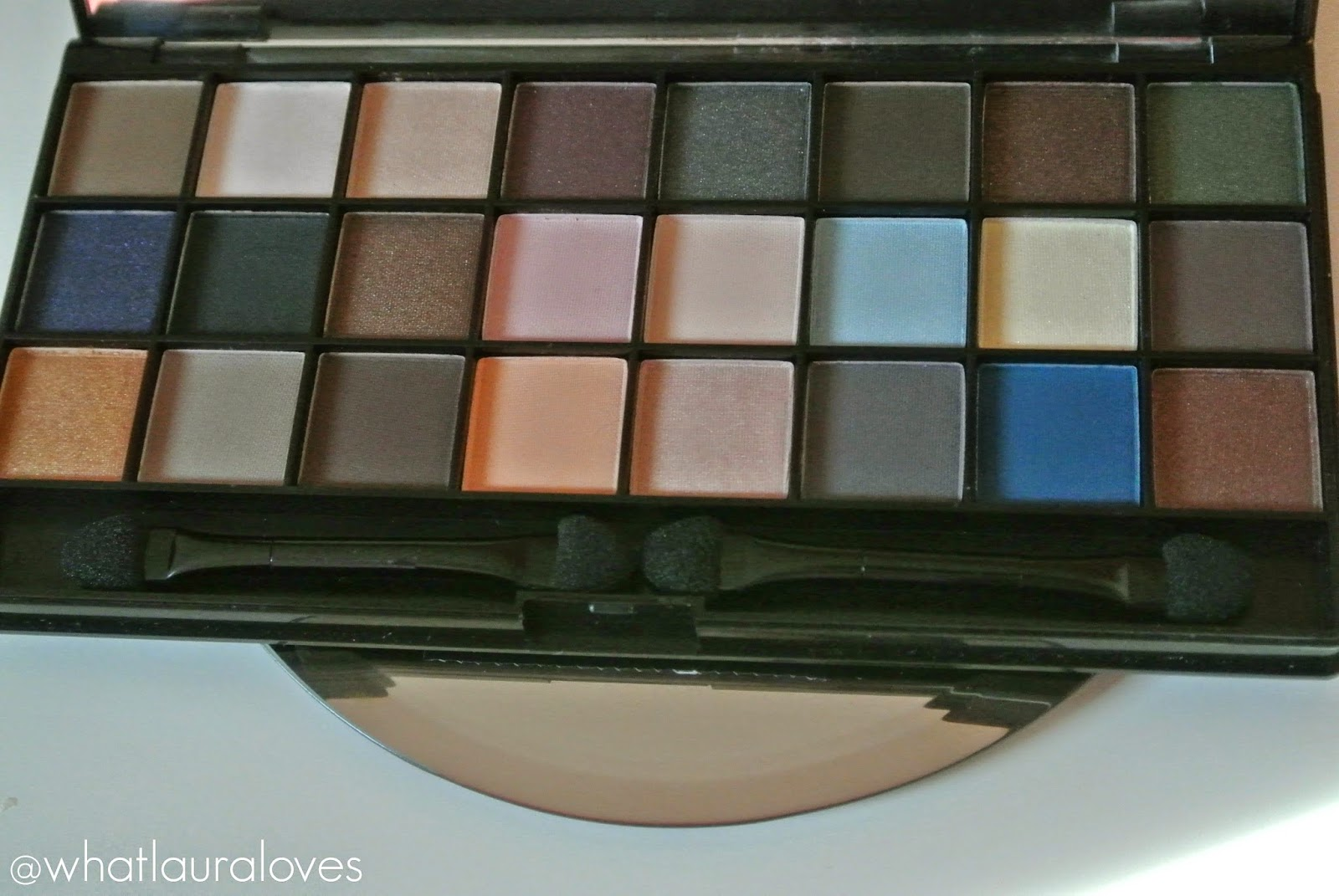 NYX Wicked Dreams Palette Review Eyeshadow Swatches