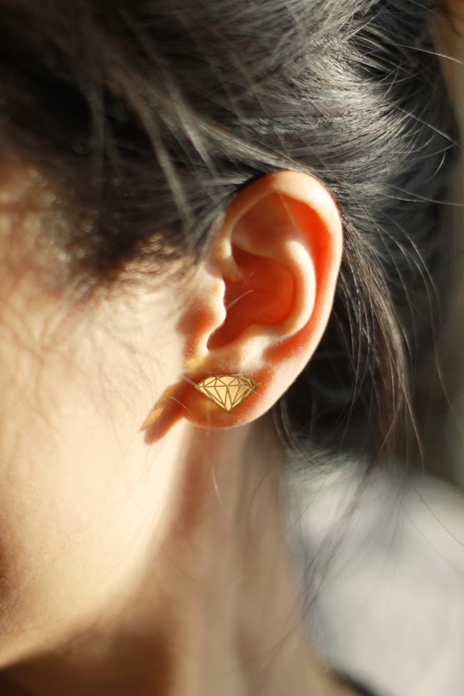 vinca earrings, diamond shaped earrings, bold jewelry design, favorite earrings, creative earrings, fun earrings design, best jewelry material, mirror gold acrylic, fashion blogger, jewelry review, product review, diamond studs