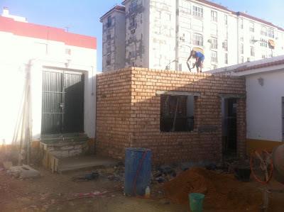 El maestro de obras xavier valderas construir un muro de - Como se hace una pared de ladrillos ...